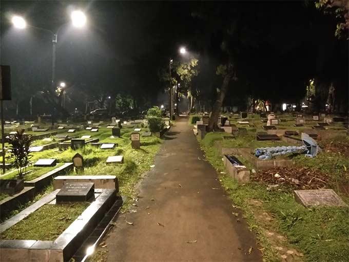 Hukum membuat jalan di pemakaman umum